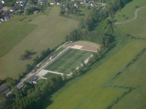 sportplatz-luftaufnahme